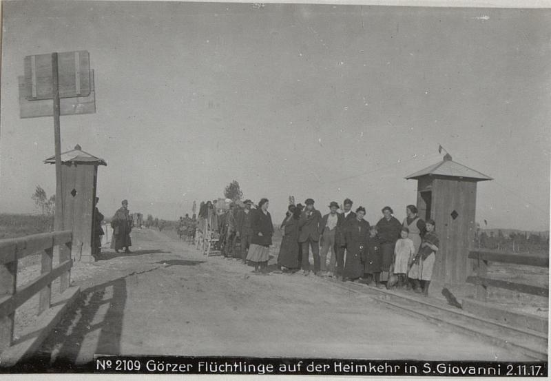 Görzer Flüchtlinge auf der Heimkehr in S.Giovanni 2.11.17.