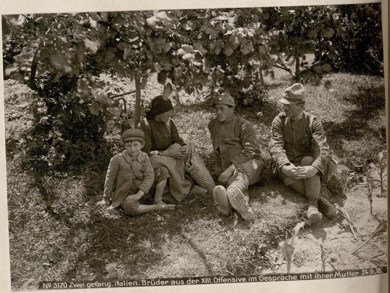 Zwei gefang.italien.Brüder aus der XIII.Offensive im Gespräche mit ihrer Mutter 24.6.18.