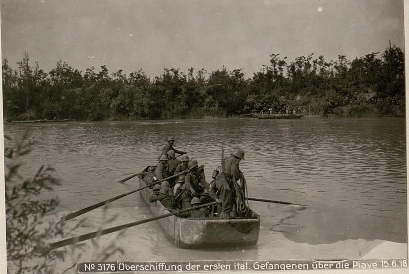Überschiffung der ersten ital. Gefangenen über die Piave 15.6.18.