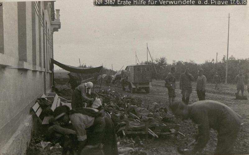 Erste Hilfe für Verwundete a.d.Piave 17.6.18.