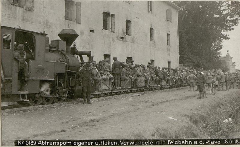 Abtransport eigener u.italien.Verwundete mit Feldbahn a.d.Piave 18.6.18.