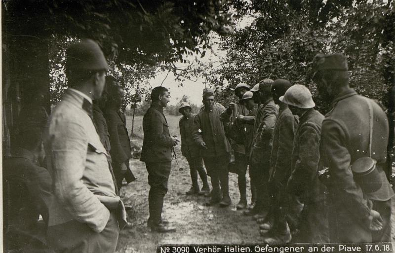 Verhör italen. Gefangener an der Piave 17.6.18.