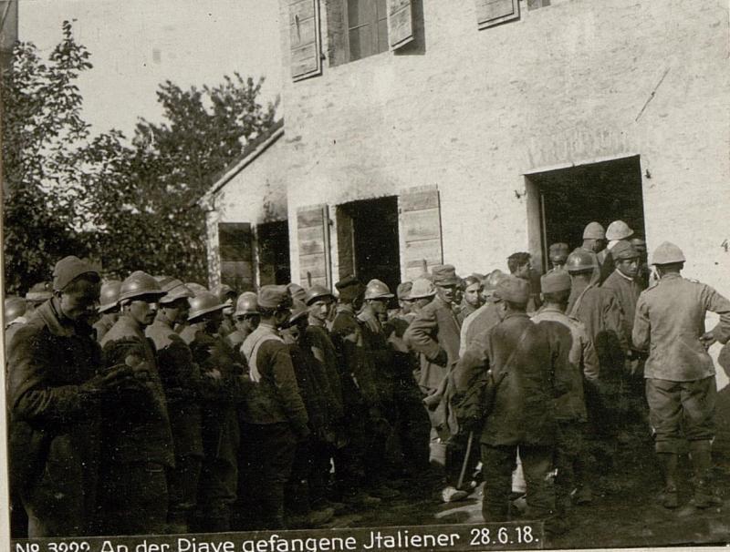 An der Piave gefangene Italiener 28.6.18.