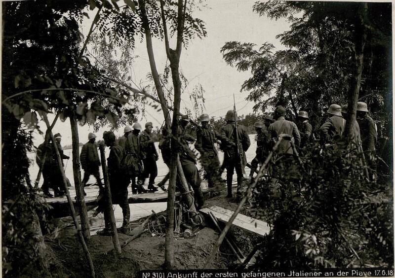 Ankunff der ersten gefangenen Italiener an der Piave 17.6.18.