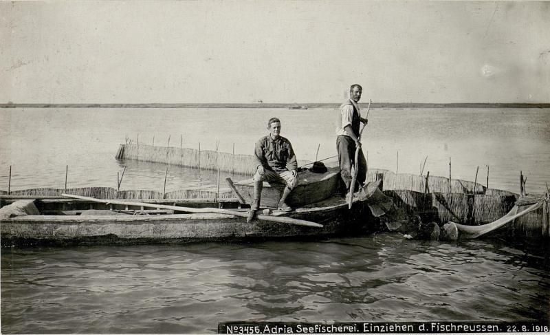 Adria Seefischerei. Einziehen der Fischreusen.