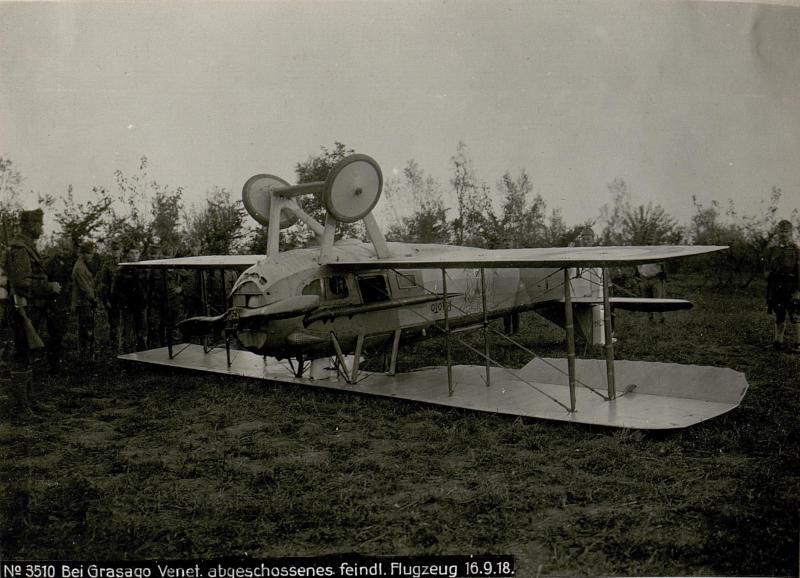 Bei Grasago. Abgeschossenes feindliches Flugzeug