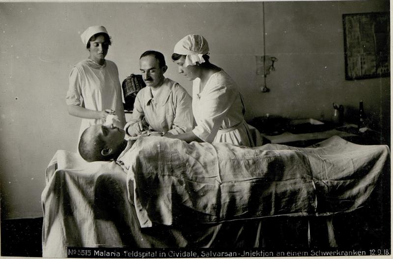 Malaria-Feldspital in Cividale, Salvarsan-Injektion an einem Schwerkranken