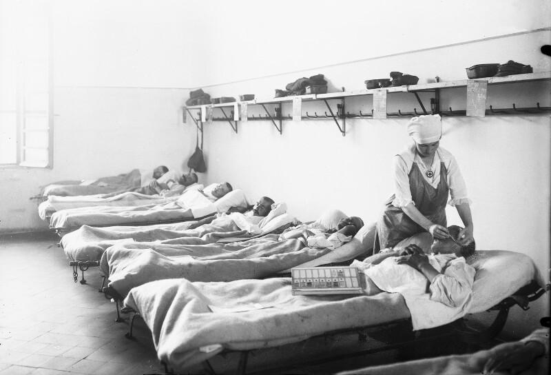 Malaria-Feldspital in Cividale, Blutentnahme von Schwerkranken