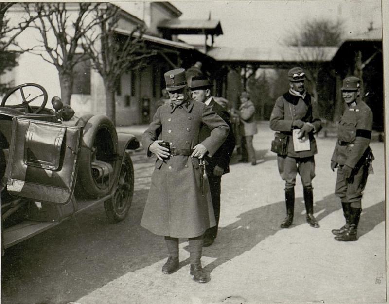 Abfahrt Sr. Exzellenz Feldmarschall Conrad von Hötzendorf von der 3.I.T.D.zur Stellung