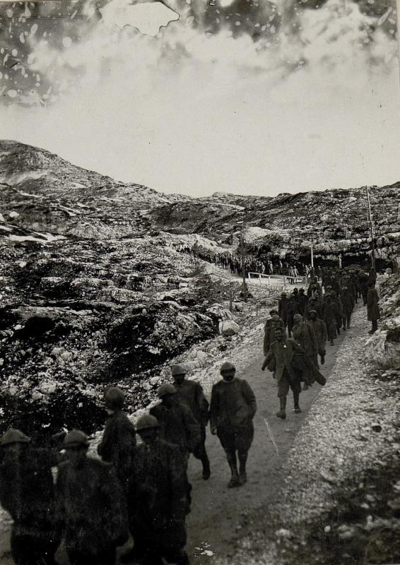 Abtransport gefangener Italiener von Ortigara Cima Dodici