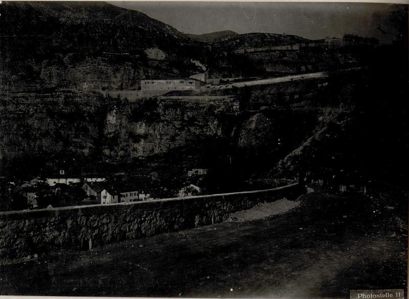 Am Wege zur Talsperre Primolano. 30.5cm Mörser, Batterie am Vormarsch im Suganatal.
