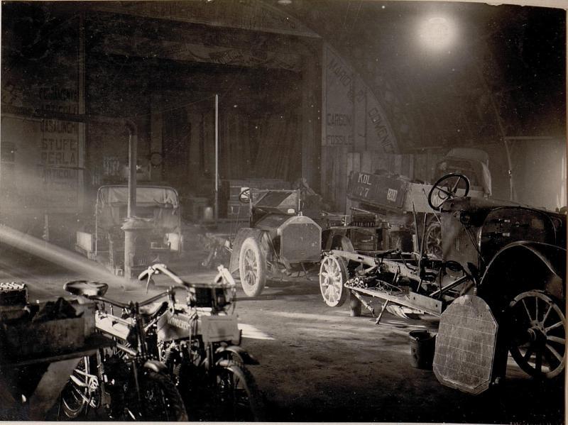 Trient.Inneres der Auto-Garage.