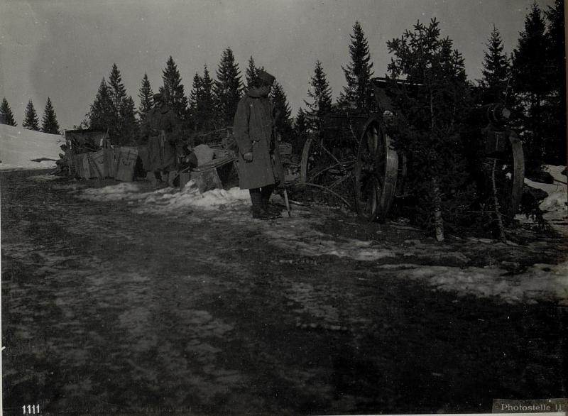 Am Fuße von Monte Badelleche.Eroberte Geschütze von Monte Meletta.