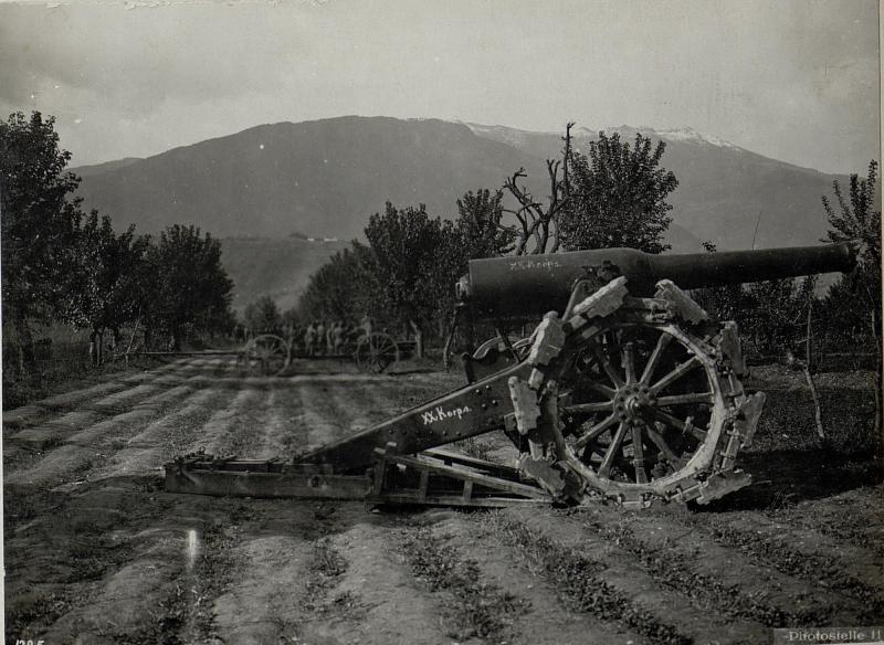 Caldonazzo.Erbeutete italienische Geschütze.
