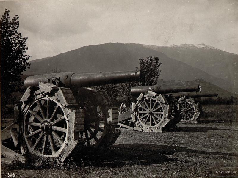 Caldonazzo. Erbeutete italienische Geschütze.