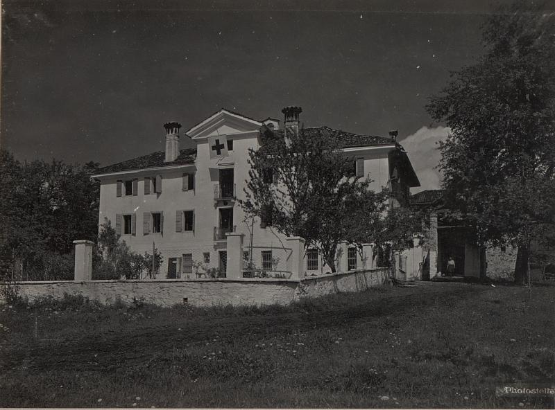Cart nordöstlich  Feltre. Herrenhaus als Feldspital.