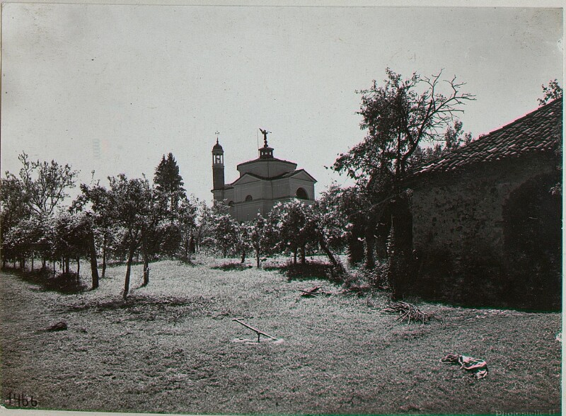 Altin nördlich Feltre. Kirche.