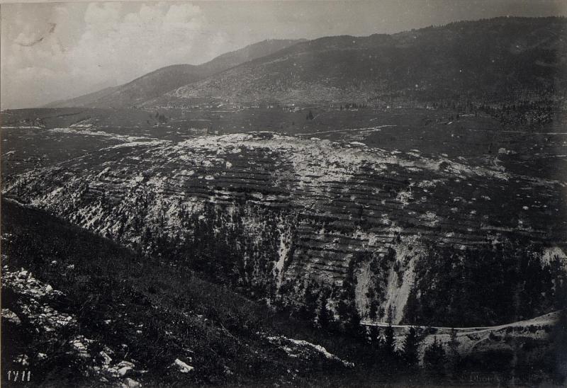 Bei Friedhof Canove. Panorama Monte Erio, Spitz della Bisa und Interotto. (1. Teilbild = WK1_ALB087_25360a)