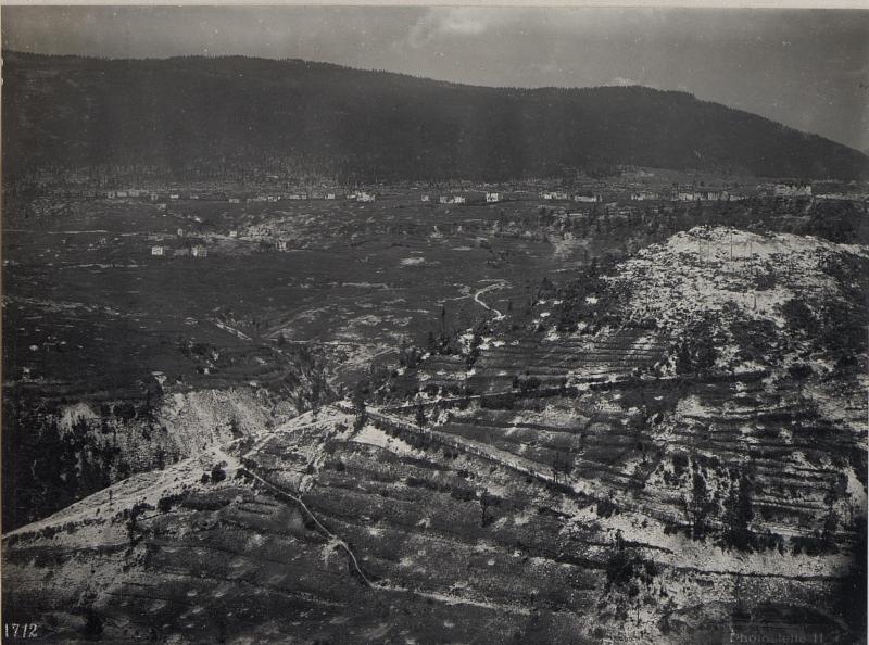 Bei Friedhof Canove. Panorama Monte Erio, Spitz della Bisa und Interotto. (2. Teilbild zu  WK1_ALB087_25360a)