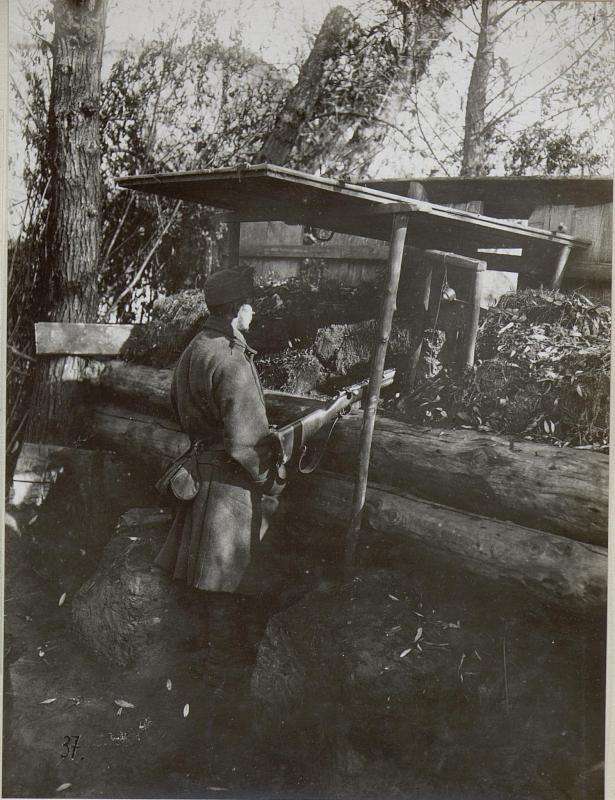 Alarmposten im Schützengraben