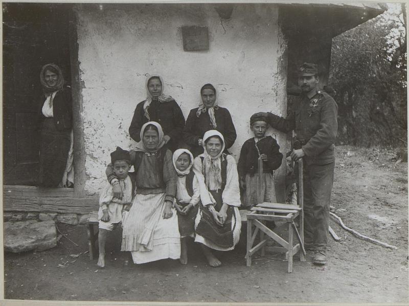 Bauernhof mit der Besitzerin Simeona Gruic in der Häusergruppe westlich 787