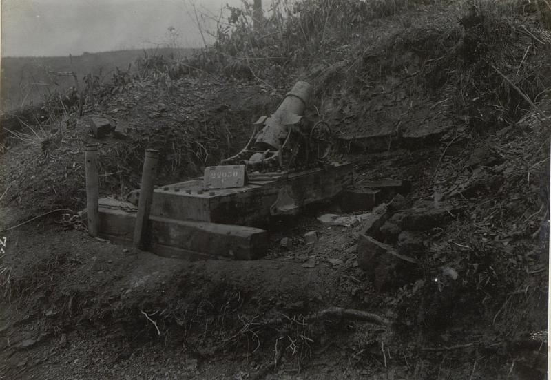 Eingebauter itl.15cm Mörser in Feuerstellung. Podgorahöhe. (Anfang April 1918.)