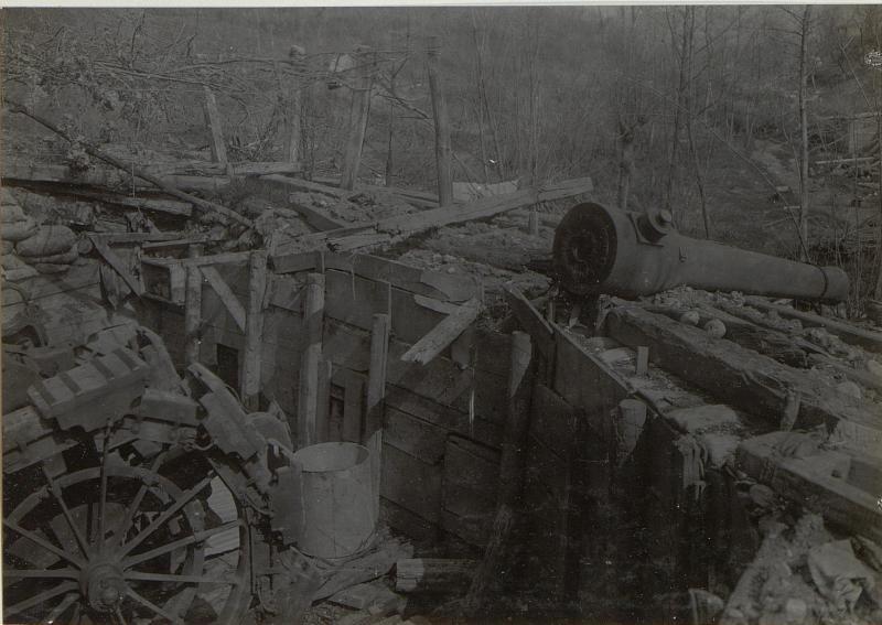 Beim Rückzug von den Italienern gesprengtes Geschütz.S.Marco-Höhe (Mitte April 1918.)