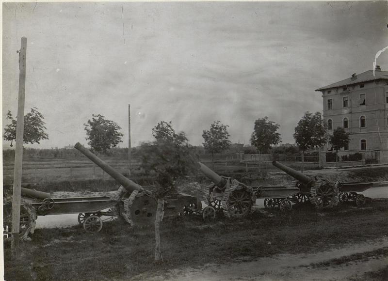 Einige itl.Geschütze. Monfalcone. Anfang Mai. 1918.