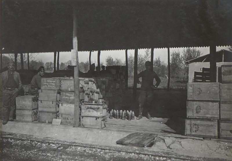 Cervignano: Von uns geborgene itl.Munition. (Mitte Mai. 1918.)