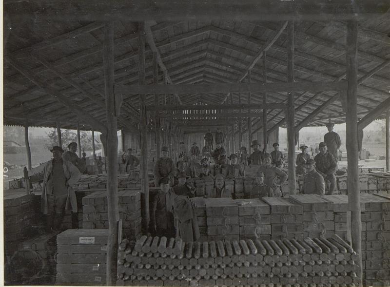 Cervignano: Von uns geborgene itl.Munition. (Mitte Mai 1918.)