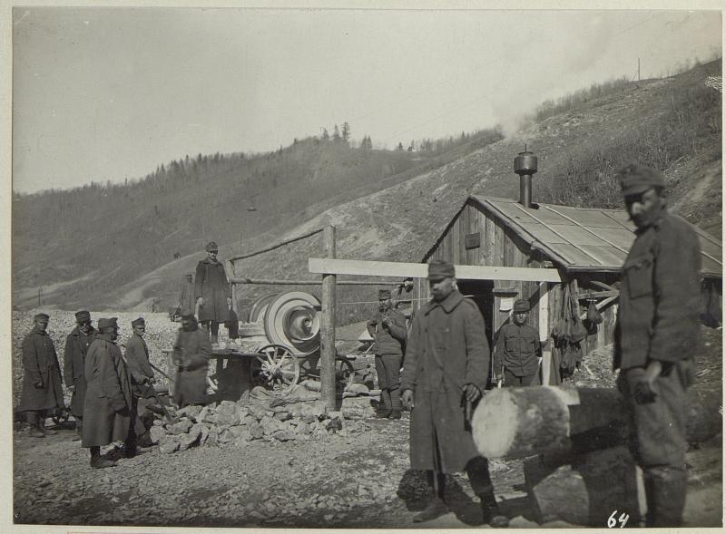 Steinbrechmaschine der Baukomp.5/204 in Lunga