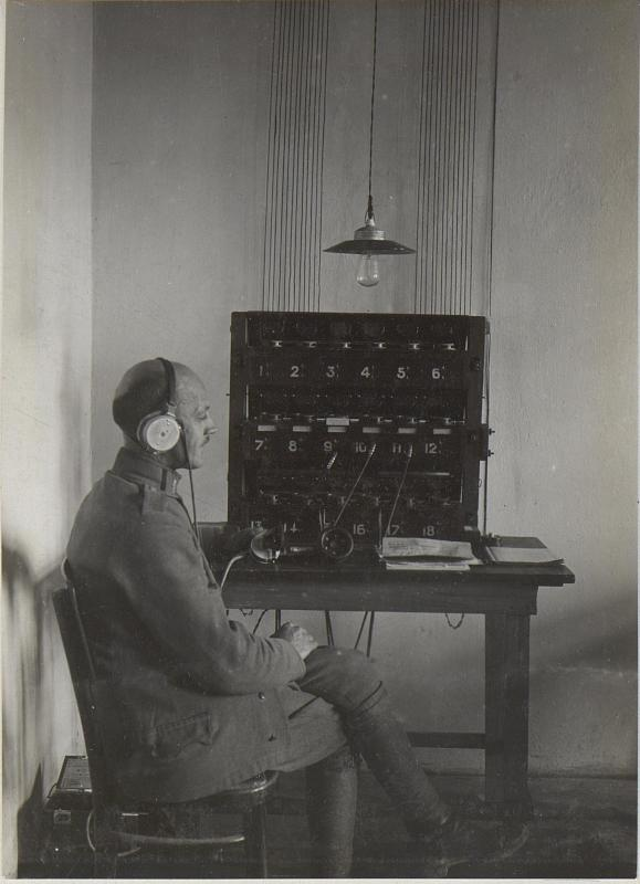 Telephonapparat mit Telephonist des k.u.k.26.Korps 28.11.17.