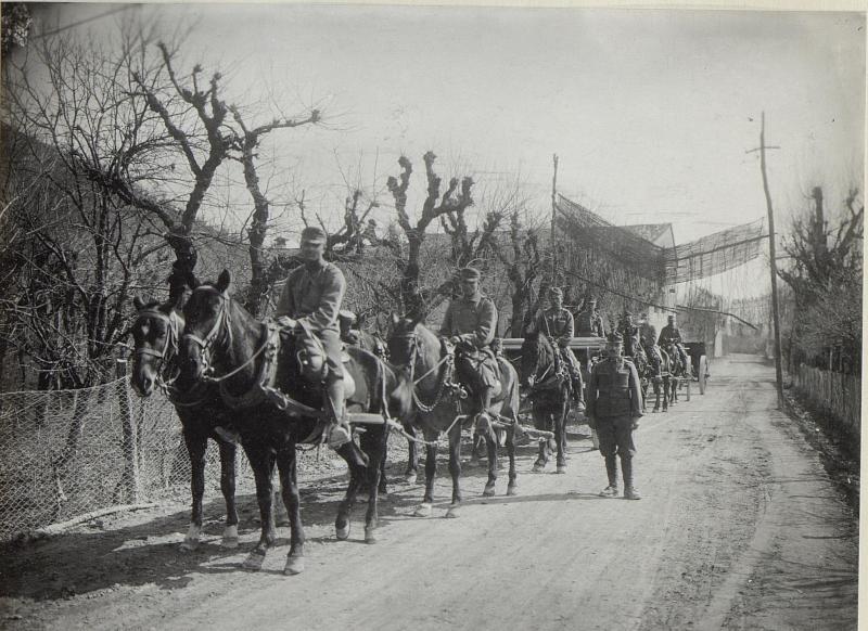 Artillerie beim Marsch, Strasse b. Possome.