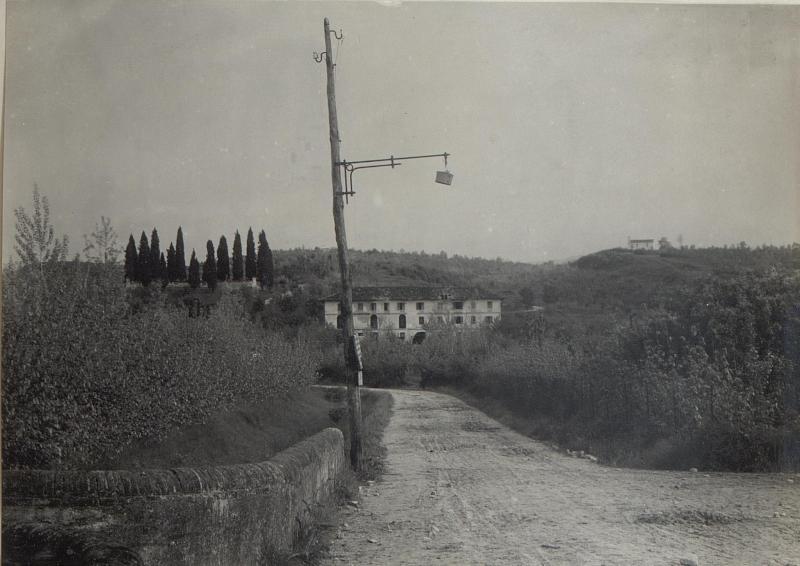 Belvedere mit Friedhof.
