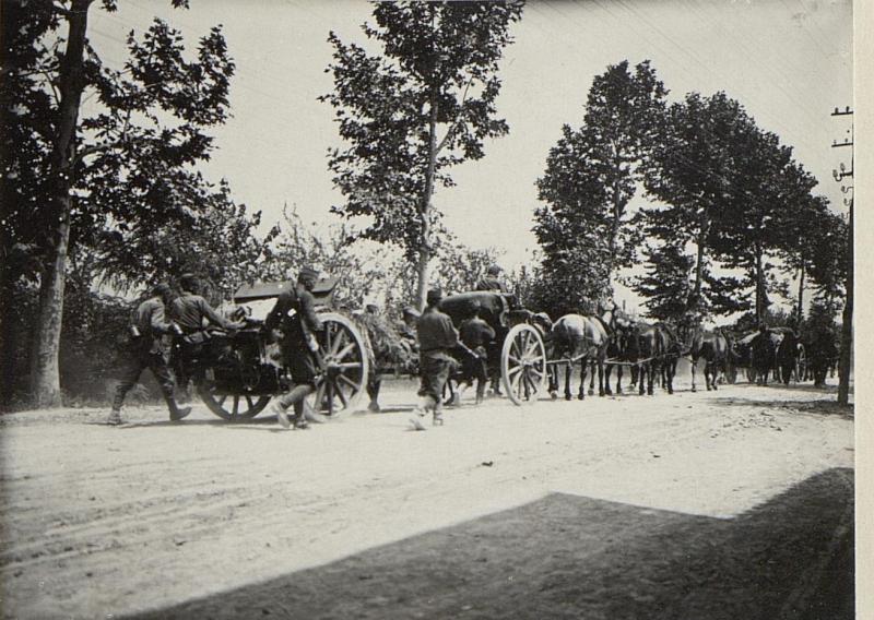 Artillerie auf dem Marsche.