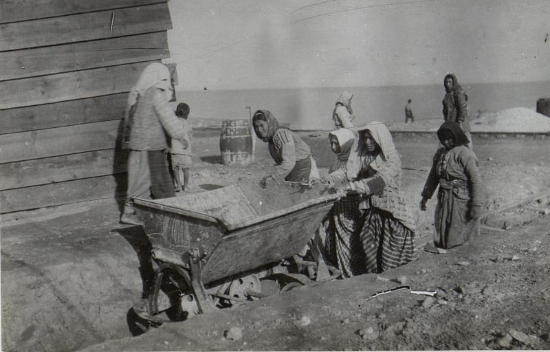 Bekleme: Zigeuner beim Sandführen.