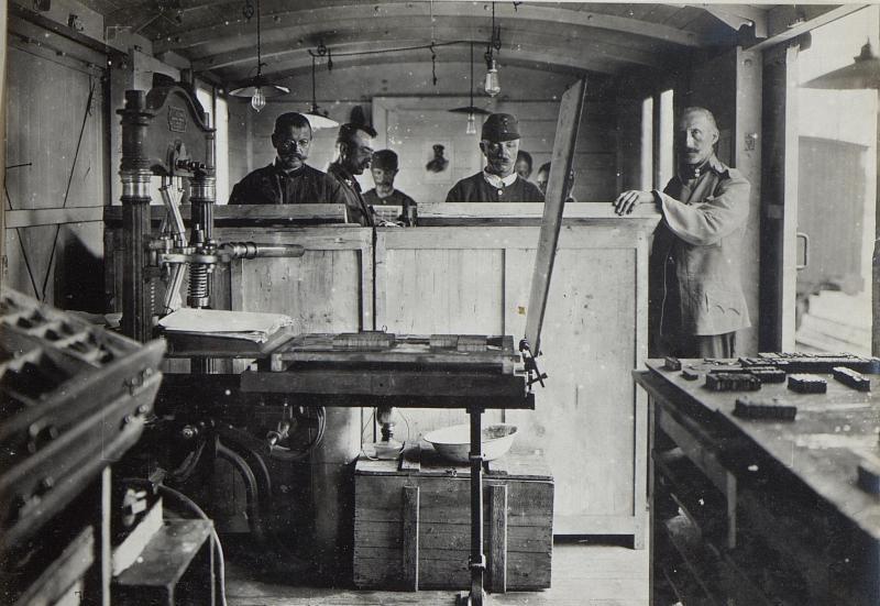 Feldbuchdruckerei-Zug in Kowel, Setzersaal.I.
