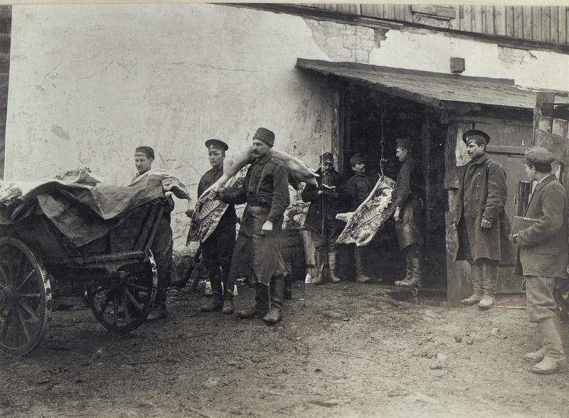 Abbildung von Gefangenen und auch aus der Gefangenschaft heimkehrenden Soldaten am russischen Kriegschauplatz