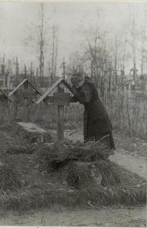 Abbildung von  Soldatenfriedhöfen und - gräbern am russischen Kriegsschauplatz