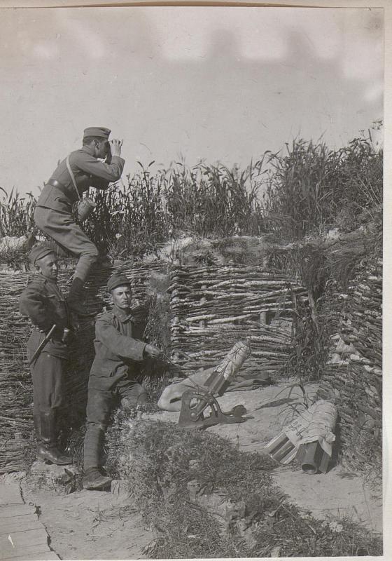 Abfeuern von Propagandaschriften von der 1.Linie bei Infanterieregiment 49