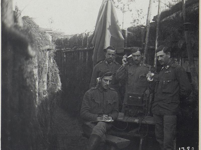 Telefondienst in der Stellung Zarzece am Stochod