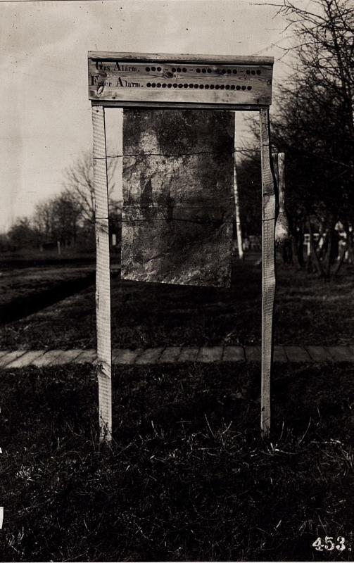 Gasalarmschild bei der 2.Infanteriedivision