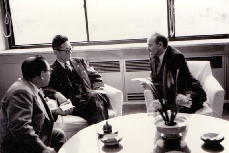 Hideo Shinoda und Tibor Sekelj im Gespräch, Yamagata 1960