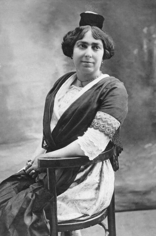 Alice-Leontine Farges, Lyon um 1905