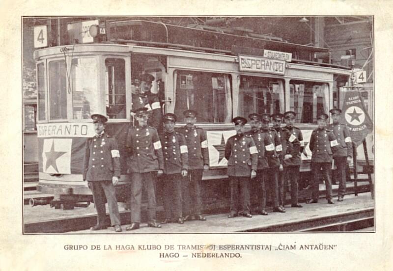 """Ansichtskarte: Grupo de la Haga klubo de tramistoj esperantistaj """"Ĉiam Antaŭen """", Hago - Nederlando (um 1930)"""