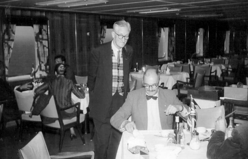 Frank Easton und Horace Barks auf einer Schifffahrt nach Helsinki, um 1955