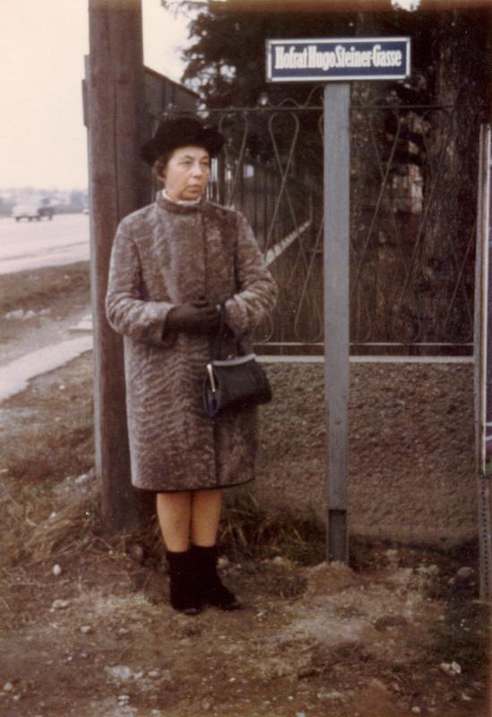Elfriede Kruse aus Frankfurt zu Besuch in Bisamberg, 1968