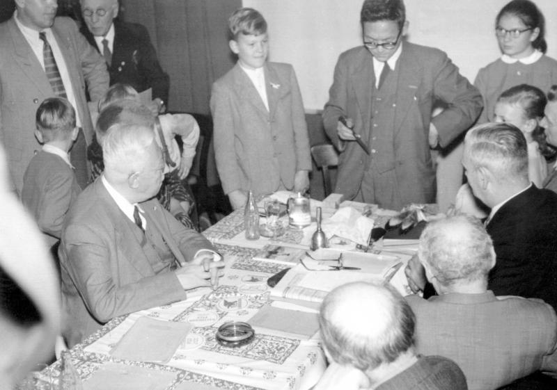 Hideo Shinoda zu Besuch bei der Hamburger Esperanto-Gesellschaft, 1955
