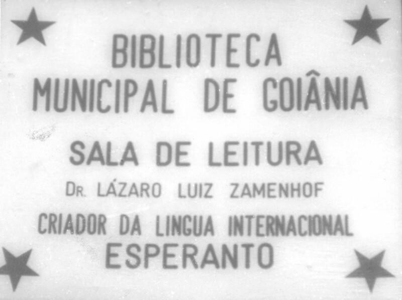 "Steintafel des ""Sala de leitura Dr. Lázaro Luiz Zamenhof"", Stadtbibliothek von Goiânia 1975"