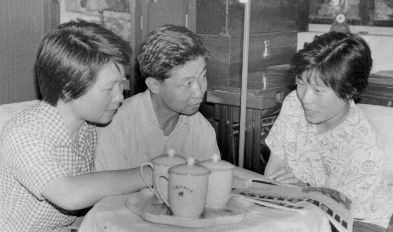 Armand Su unterrichtet die Schwestern Van Jue-si und Van Jue-sin in Esperanto, Tientsin um 1980
